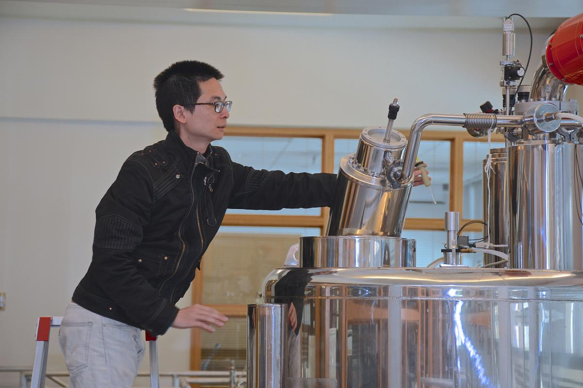 Nuclear Magnetic Resonance Spectroscopy user Qinglin Wu, PhD, places his protein sample in the 800 MHz spectrometer, located in the Levine Science Research Center. Wu is a research associate whose research interests involve NMR spectroscopy and the study of large proteins and protein complexes. Wu is affiliated with Pei Zhou, associate professor of biochemistry.