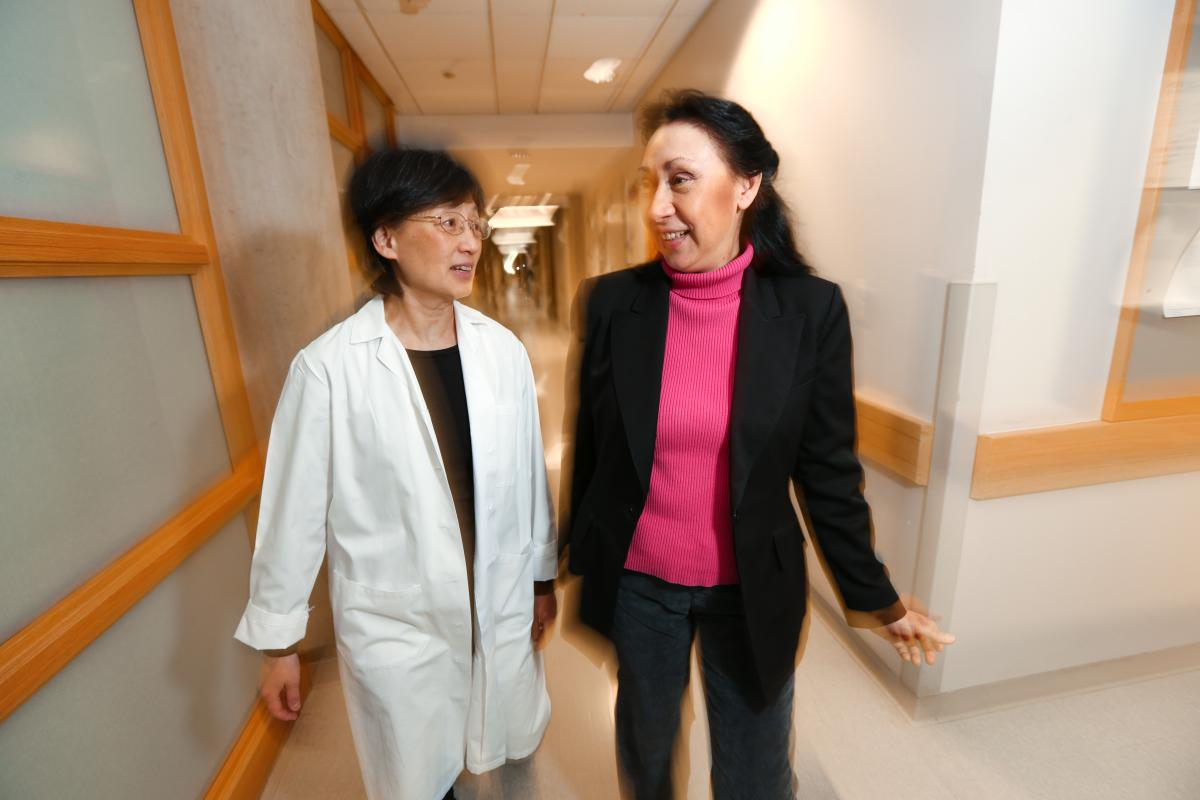 Senior research scientist Jing Jin Gu, PhD, and Ann Marie Pendergast, PhD, may have developed a way to predict when lung cancer will spread then stop it. (photo by Ken Huth)